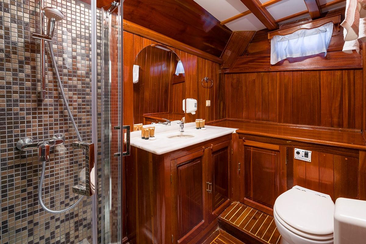 CROATIA Bathroom (2)