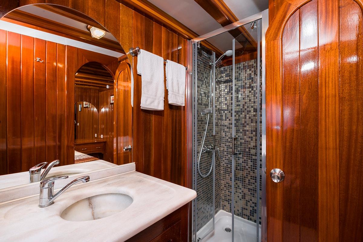 CROATIA Bathroom