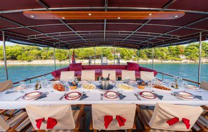 CROATIA Dining area on Aft deck (2)